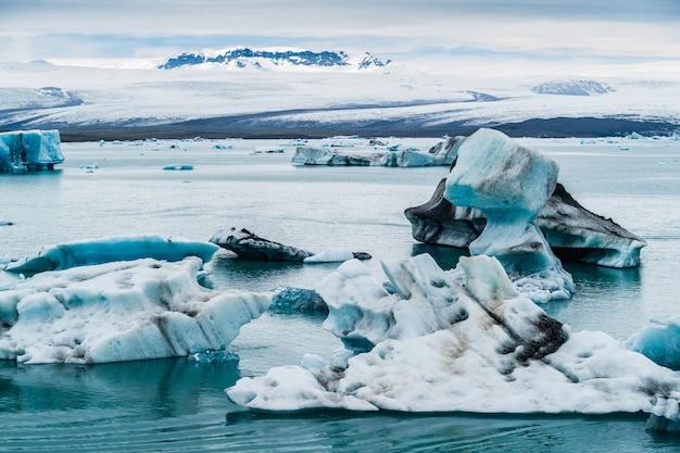 Icebergs dans la lagune de jokulsarlon, islande
