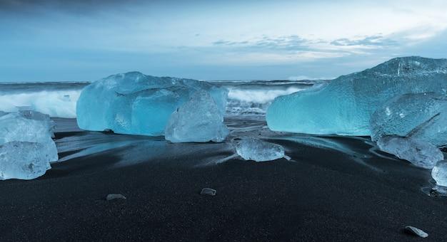 Icebergs à la plage du diamant en islande