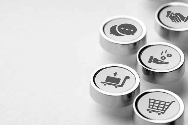 Icône achats et affaires en ligne sur le clavier de l'ordinateur rétro