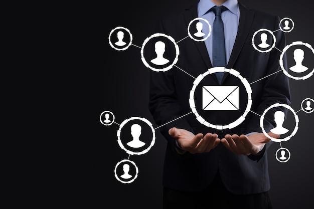 Icône de courrier électronique et utilisateur, signe, symbole marketing ou concept de newsletter, diagramme.envoi de courrier électronique.mail en vrac.concept marketing par courrier électronique et sms. schéma de vente directe en entreprise. liste des clients pour l'envoi.