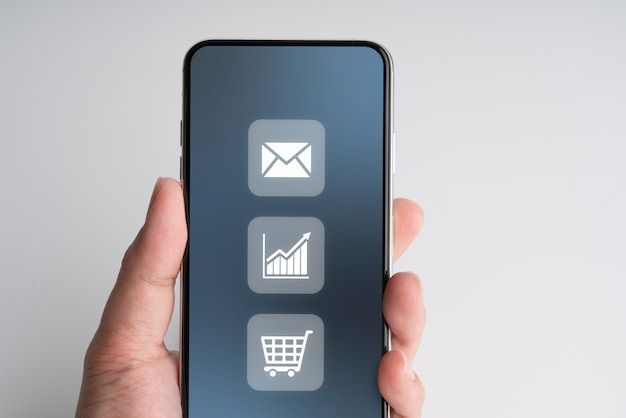 Icône de magasinage en ligne sur smartphone
