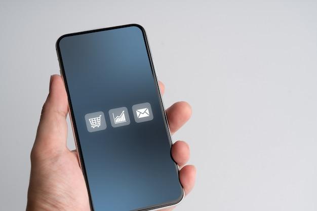 Icône de magasinage en ligne sur téléphone intelligent