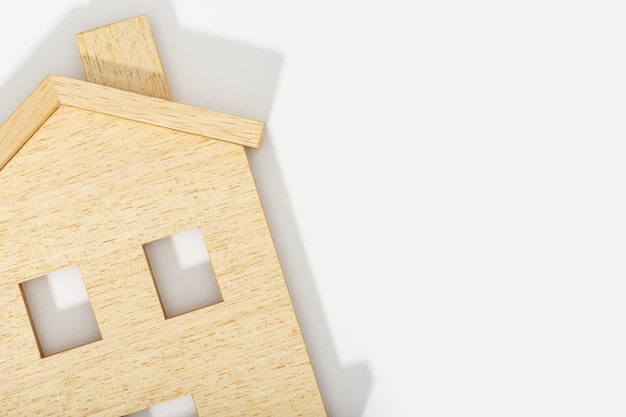 Icône de la maison sur fond blanc. copiez l'espace. vue de dessus