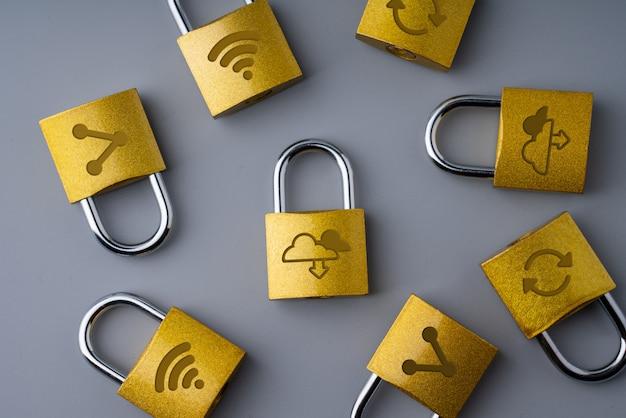 Icône de la technologie cloud sur la serrure à clé pour les achats en ligne concept d'entreprise globale