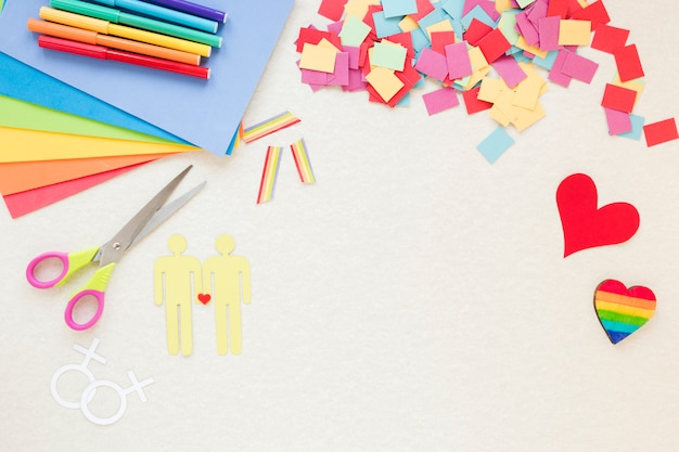 Icônes de couples homosexuels avec des coeurs et des arcs-en-ciel en papier
