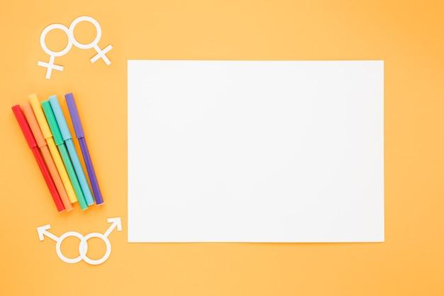 Icônes de couples homosexuels avec du papier et des crayons