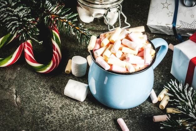 Idée de boissons du nouvel an et de noël, tasse au chocolat chaud