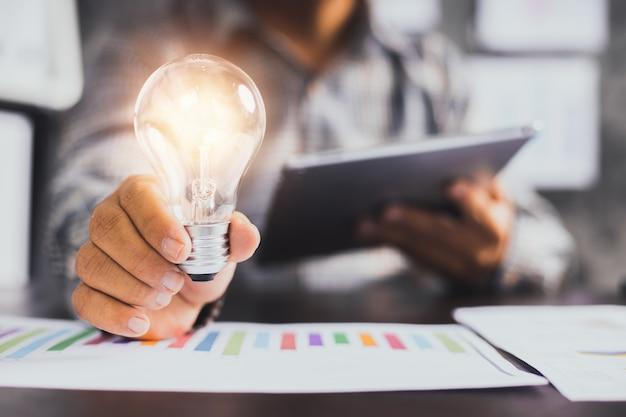 Idée commerciale réussie et concept d'innovation créative