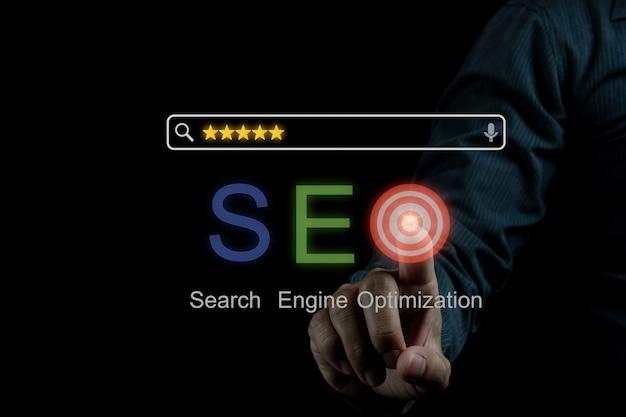 Idée de concept de photo de marketing numérique seo avec contenu infographique spécial