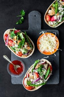 Idée de recette de nourriture maison tex mex bateaux tacos
