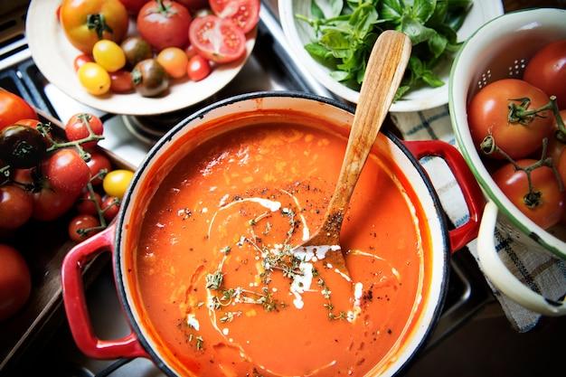 Idée de recette de photographie culinaire à la sauce tomate crémeuse