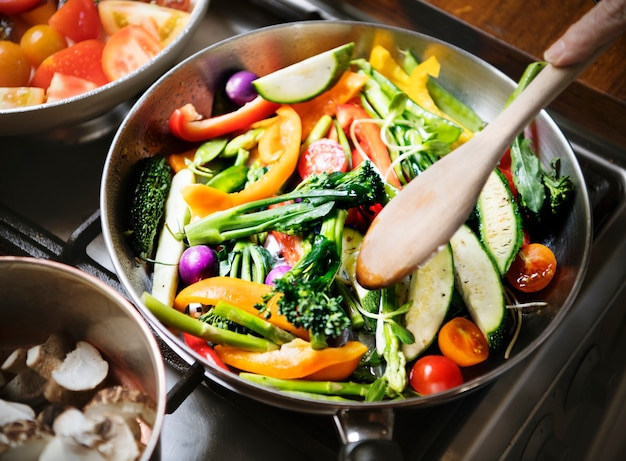 Idée de recette de photographie de légumes mélangés sautés