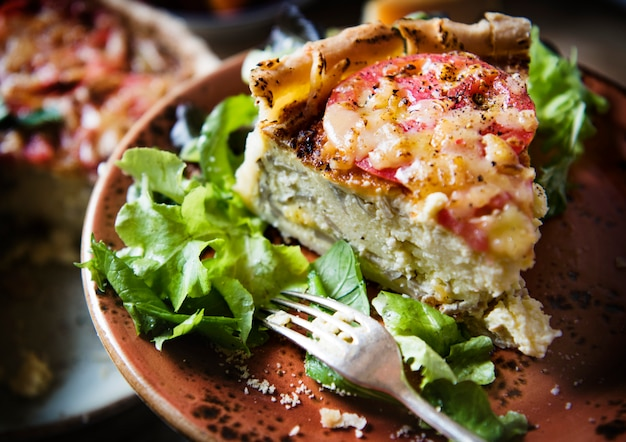 Idée de recette de la photographie de nourriture de la quiche aux champignons