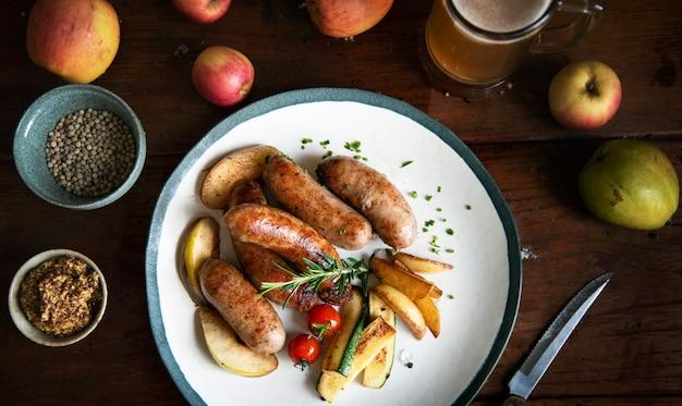 Idée de recette de photographie de nourriture de saucisses grillées