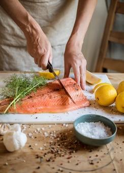 Idée de recette photographie saumon frais à l'aneth