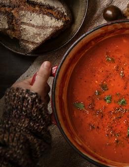 Idée de recette de photographie de la soupe aux tomates