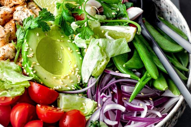 Idée de recette de salade de poulet et de légumes maison