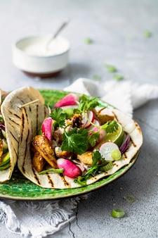 Idée de recette de tacos au poulet frais fait maison