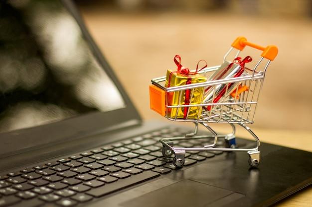 Idées sur les achats en ligne, les achats en ligne sont une forme de commerce électronique qui permet