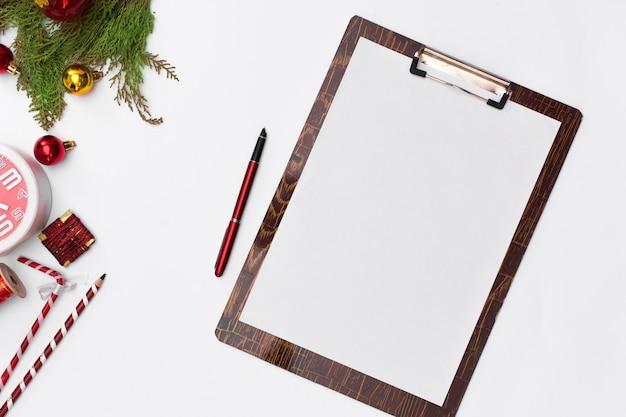 Idées de noël, des notes, des objectifs ou un concept d'écriture de plan. vacances d'hiver. joyeux noel