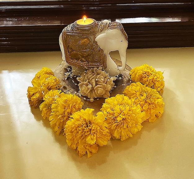 Idole d'éléphant éléphant diya bougie éléphant fleurs de souci