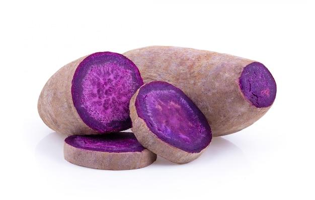 Ignames violettes sur isolé