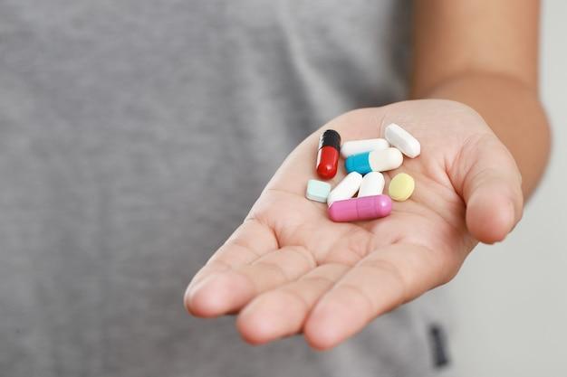 Il existe différents dosages pour le traitement, alors prenez-le selon les directives de votre médecin.