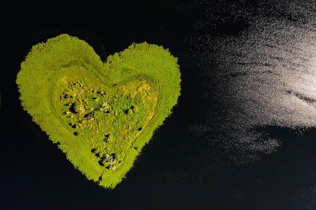 L'île d'amour sur un lac en europe