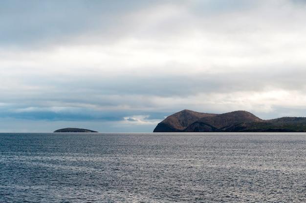 Île, dans, océan pacifique, île isabela, îles galapagos, équateur