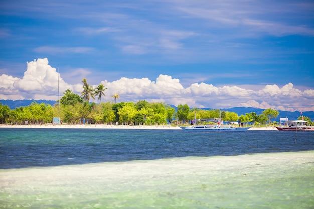 Île parfaite tropicale puntod aux philippines