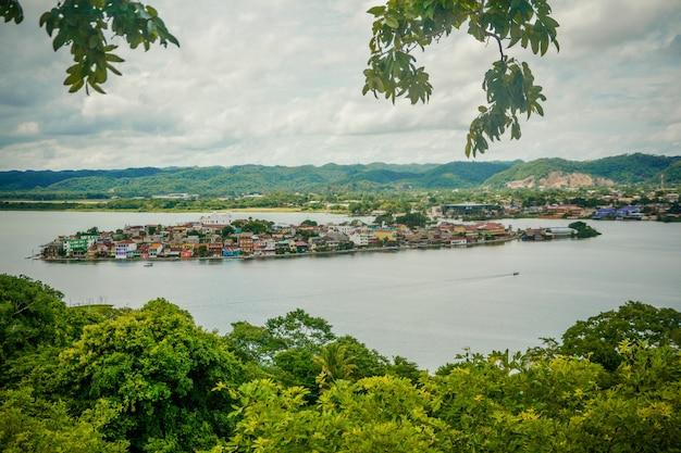 Île peten et lac, guatemala.