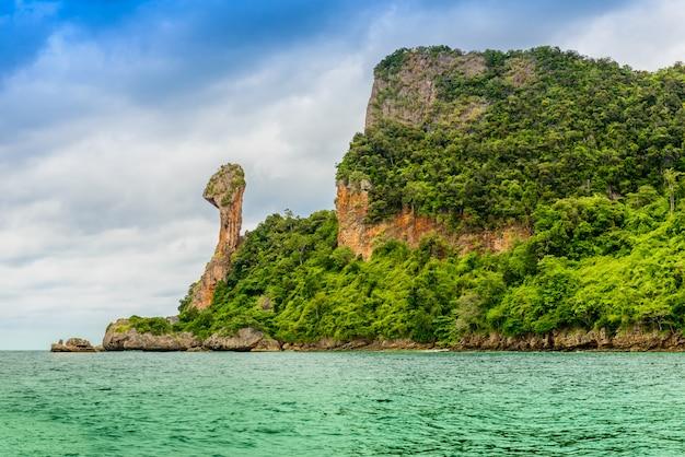 Île de poulet, koh kai, dans la mer d'andaman