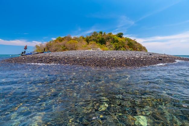 Île tropicale, île de hin ngam, province de satun, thaïlande