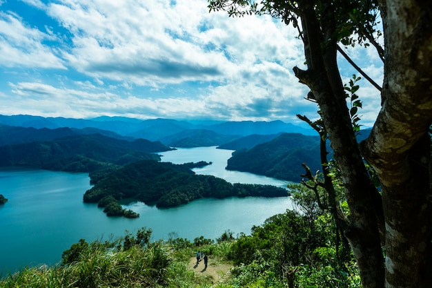 Îles et belle nature, rivières, montagnes et forêts et l'île aux crocodiles à taiwan
