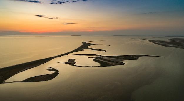Îles inhabituelles sur le lac sivash