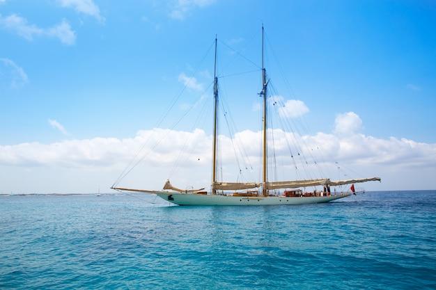 Illetes illetas formentera yacht voilier à l'ancre