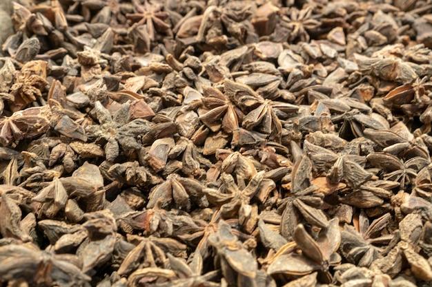 Illicium verum - une épice communément appelée anis étoilé, anis étoilé, graine d'anis étoilé, anis étoilé chinois ou badian.. vue de dessus.