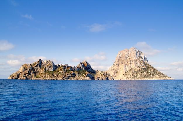 Îlot es vedra et îles vedranell mer bleue