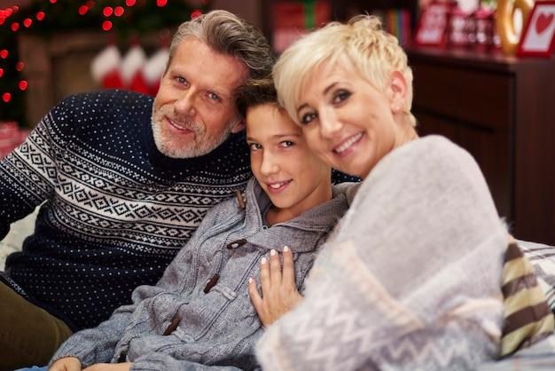 Ils semblent être une famille très joyeuse