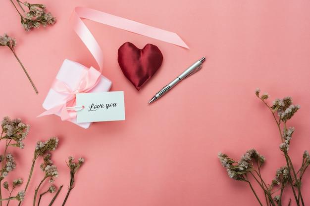 Image aérienne vue de dessus de table de l'amour & fond de la saint-valentin.