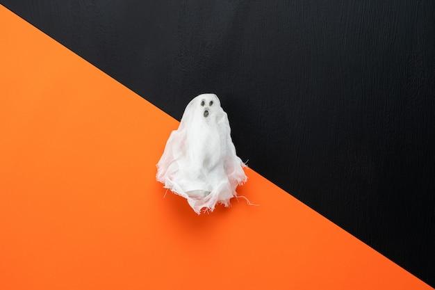 Image aérienne vue de dessus de table de décoration bonne fête d'halloween.