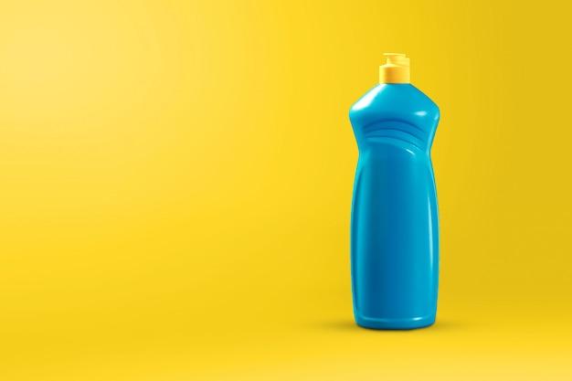 Image avec agent de nettoyage pour le nettoyage sur fond jaune