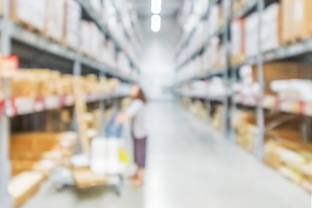 Image d'arrière-plan flou d'une étagère dans un entrepôt ou un entrepôt