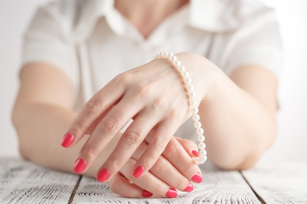 Image de beaux ongles et doigts de femme