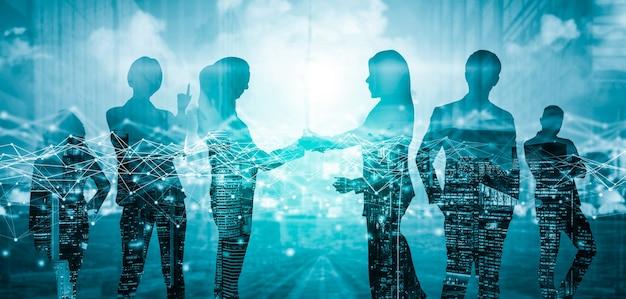Image créative de la réunion du groupe de conférence de nombreux hommes d'affaires