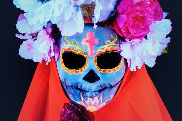 Image créative de sugar skull. maquillage fluo.