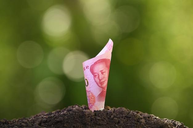 Image du billet de banque china yuan au-dessus du sol pour affaires, épargne, croissance, concept économique