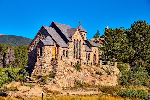 Image de l'édifice religieux christianisme dans les montagnes du désert