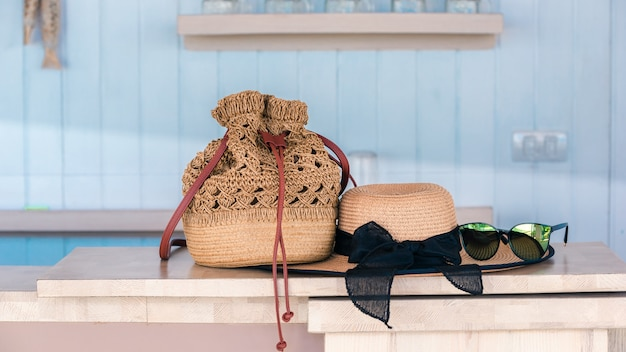 Image de fond avec équipement de voyage de vacances