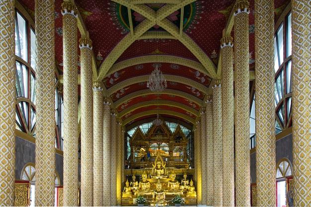 L'image glamour de bouddha dans wat phra that nong bua